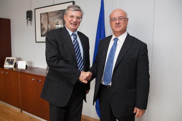 Visite de Joe Borg, ancien membre de la CE, à la CE