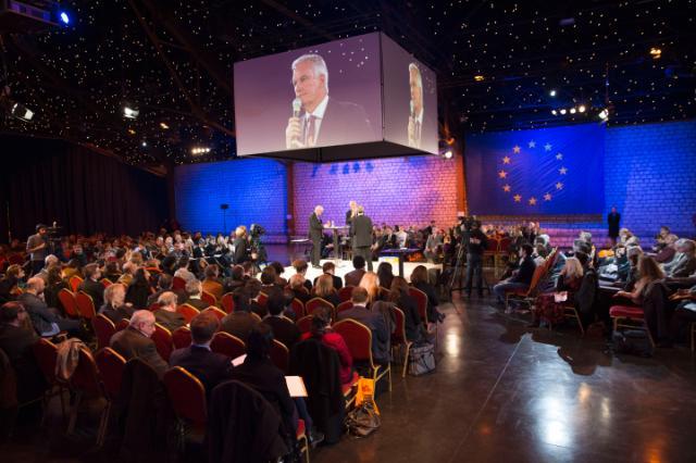 Dialogue avec les citoyens à Paris avec Michel Barnier