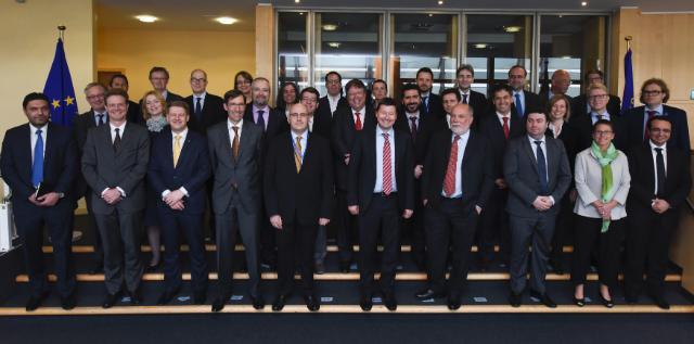 Photo de famille de l'équipe des sherpas des 28 pays membres de l'UE