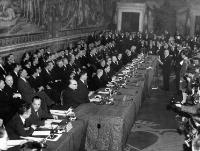 Umberto Tupini, mayor of Rome, reading an address to the delegates of six west European Nations, France, Germany, Italy, Belgium,The Netherlands and Luxembourg, who met in Rome's ancient city hall, and signed the Common Market Treaties© AP - Redistribution of the image by third parties not authorised