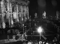 General high up view of the crowd gathered outside the city hall of Rome during the signing ceremony© AP - Redistribution of the image by third parties not authorised