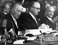 Signing of the Treaties by the members of the German delegation:Konrad Adenauer and Walter Hallstein in presence of Antonio Segni (seated from left to right)© AP - Redistribution of the image by third parties not authorised