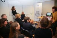 Visite de la crèche 'Elmer in de stad' par Corina Creţu, membre de la CE, à l'occasion de la journée de la femme