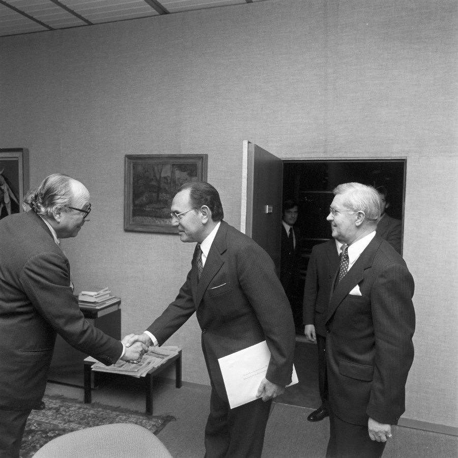Presentation of the credentials of the Head of the Mission of Argentina to Roy Jenkins, President of the CEC