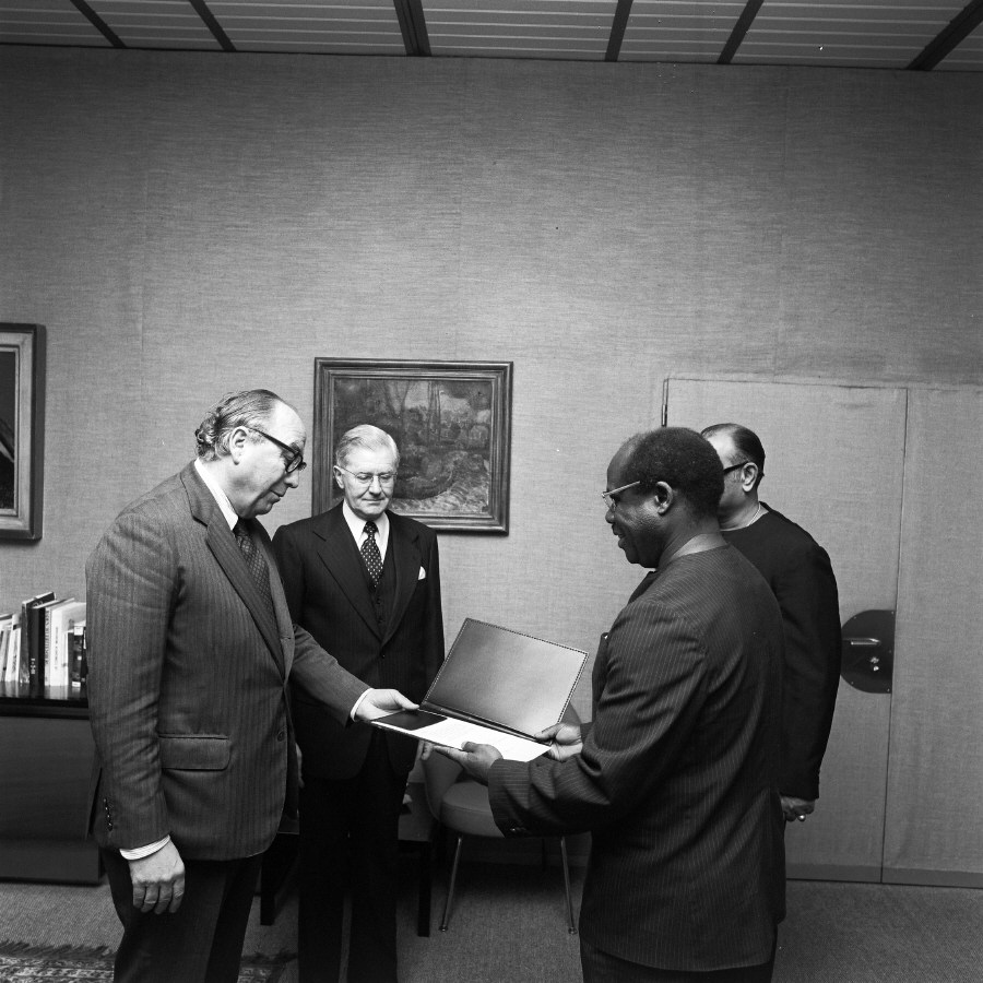 Presentation of the credentials of the Head of the Mission of Tanzania to Roy Jenkins, President of the CEC