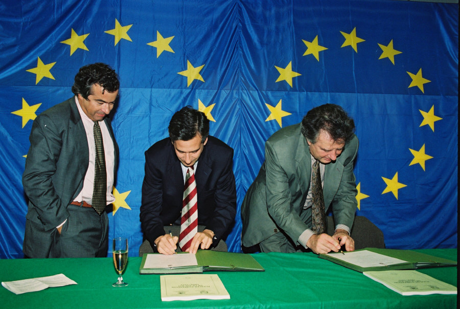 Signing of an agreement at DG XVI of the CEC