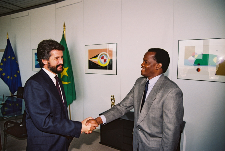 Signing of a fisheries agreement between the EEC and Mauritania