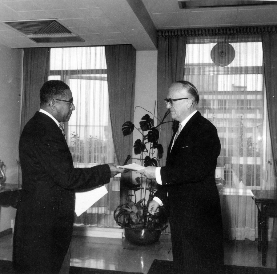 Presentation of the credentials of the Head of the Mission of Haiti to Walter Hallstein, President of the Commission of the EEC