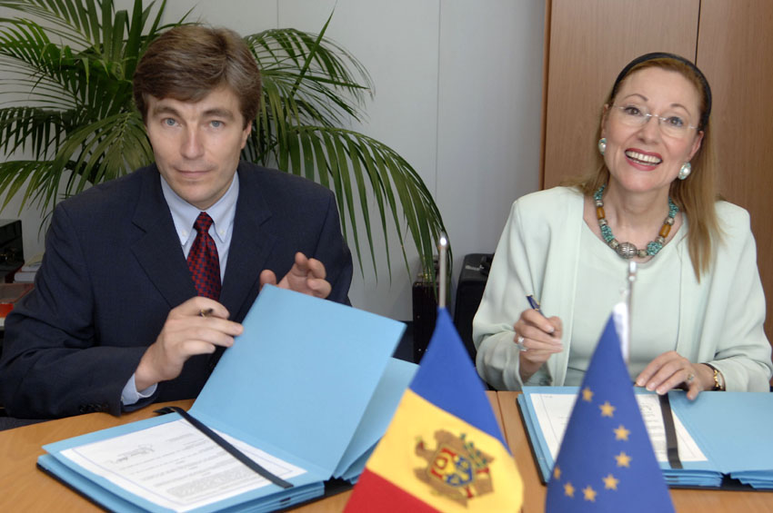 Signature of an agreement to open an EC Delegation in Moldava