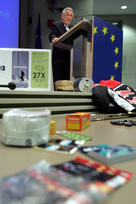 Press Conference by László Kovács, Member of the EC, on counterfeiting and piracy