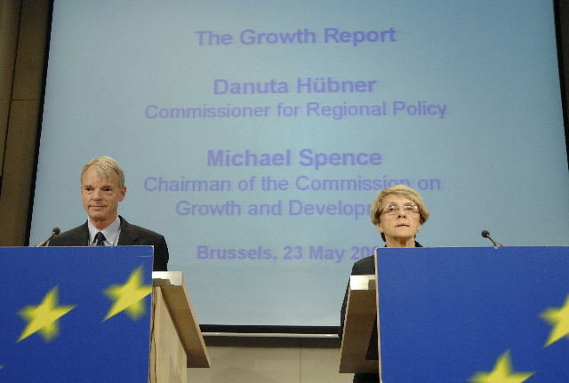 Press conference of Danuta Hübner, Member of the EC, and of Michael Spence to introduce the memorandum on the keys of succesful economic growth in developing countries