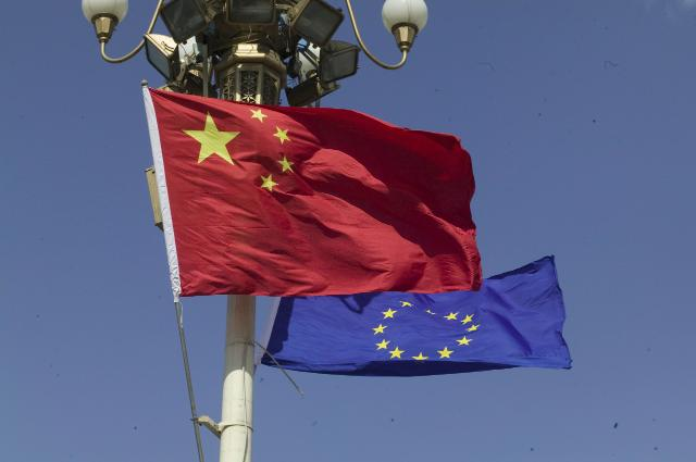 Chinese and European flags © EU