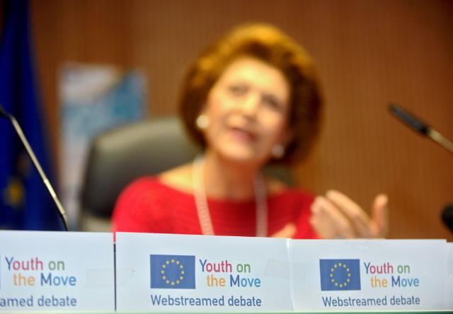 Live internet web-chat with Androulla Vassiliou, Member of the EC, on the Youth on the Move initiative