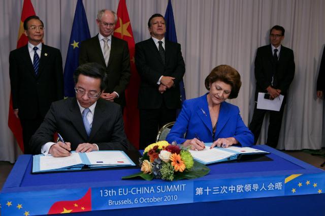 Cérémonie de signature d'un plan d'action et d'un protocole d'accord entre l'UE et la Chine