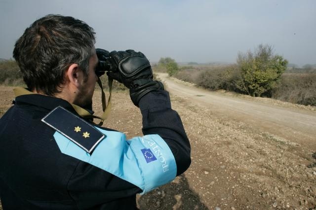Guard with binoculars© EU