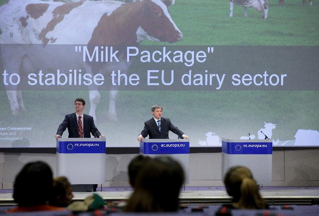 Press conference by Dacian Cioloş, Member of the EC, on the proposal on contractual relations in the milk sector