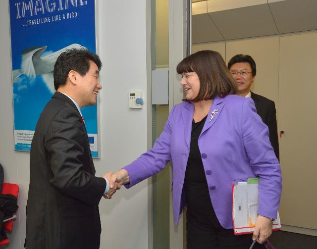 Visit of Lee Ju-Ho, South Korean Minister for Education, Science and Technology, to the EC
