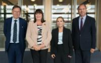 Visite de Peter Piot, Luc Soete et Lena J.Tsipouri à la CE