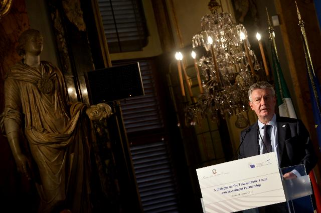 Participation of Karel De Gucht, Member of the EC, at the 'Dialogue on the Transatlantic Trade and Investment Partnership'
