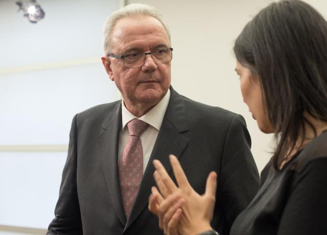 Rencontre entre Neven Mimica, membre de la CE, et un groupe de jeunes ambassadeurs de l'organisation ONE