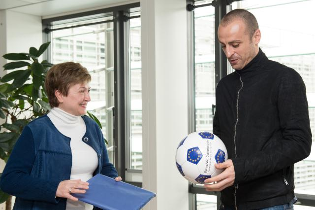"Illustration of ""Kristalina Georgieva reçoit Dimitar Berbatov, footballeur professionel bulgare"""