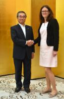 Handshake between Shinichiro Ito, Chairman of the Committee on Promotion of Economic Partnerships of Keidanren (Japan Business Federation), on the left, and Cecilia Malmström