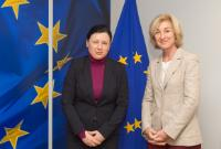 Visite de Isabelle Falque-Pierrotin, présidente du G29, à la CE