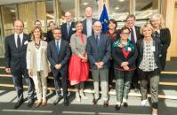 Group photo of the High Level Group on maximising the impact of EU research and innovation programmes in presence of Margrethe Vestager and Carlos Moedas, Members of the EC
