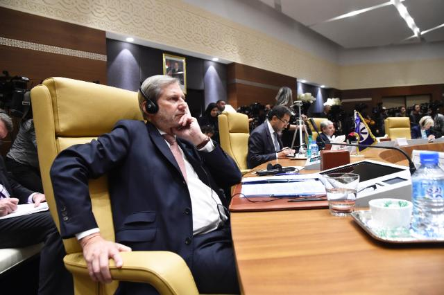 Visit by Johannes Hahn, Member of the EC, to Algeria