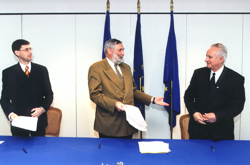 Signature of an EU-Hungary financing agreement in the framework of membership