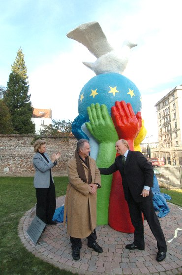Inauguration of a statue to mark the European Year of People with Disabilities