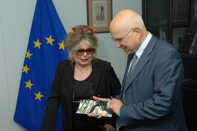 Visit by  Brigitte Bardot, Chairwoman of the Fondation Brigitte Bardot, to the EC
