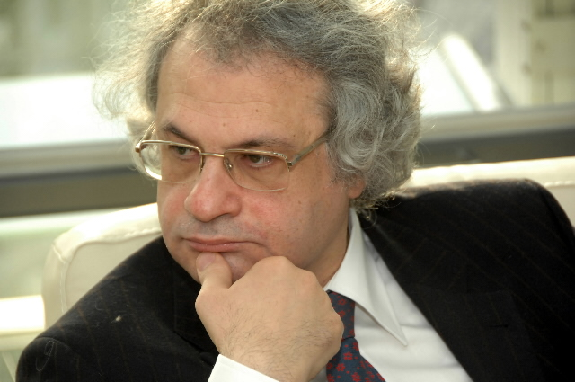 Visit by Amin Maalouf, Chairman of the Group of Intellectuals on the Contribution of Multilingualism to Intercultural Dialogue, to the EC