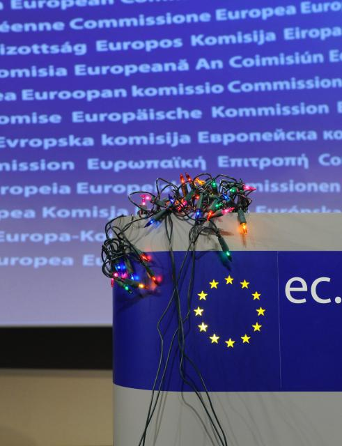 Press conference by Meglena Kuneva, Member of the EC, on the risks of the lighting chains