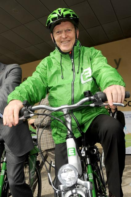 Fourth EU Sustainable Energy Week in Brussels: Günther Oettinger, Janez Potočnik and Johannes Hahn, Members of the EC, in a race on electric bikes