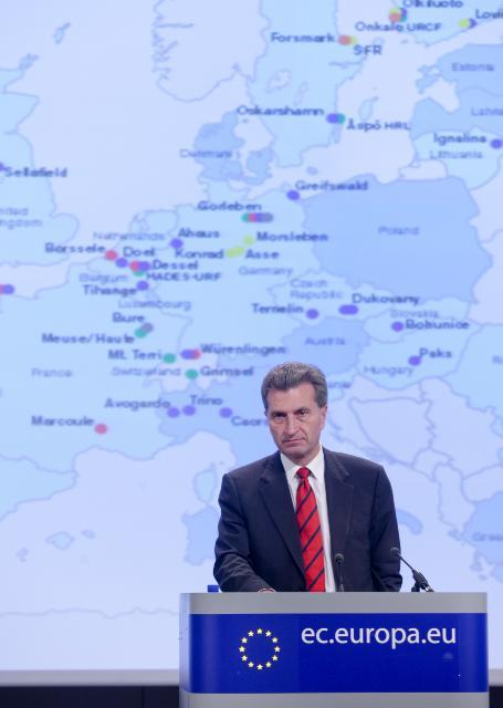 Conférence de presse de Günther Oettinger, membre de la CE, sur la gestion des déchets radioactifs