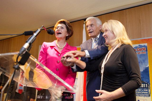 Opening of the exhibition Marie-Curie: in the service of science yesterday and today, with the participation of Androulla Vassiliou, Member of the EC