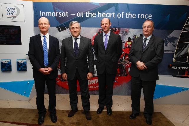 Visite d'Antonio Tajani, vice-président de la CE, au Royaume-Uni dans le cadre de la signature des contrats pour la fourniture de satellites et de lanceurs, parmi eux: Galileo