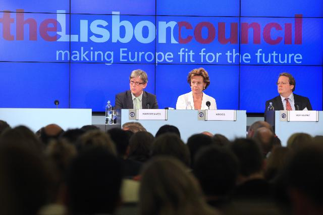 Participation of Neelie Kroes, Vice-President of the EC, at the 2012 Intellectual Property and Innovation Summit