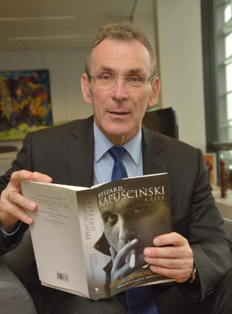 Andris Piebalgs, Member of the EC, while reading for the campaign 'Get Caught Reading'
