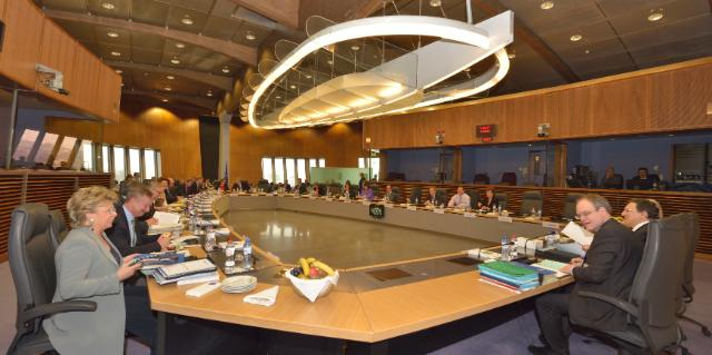 General view of a weekly meeting of the Barroso II Commision