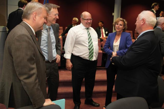 Participation of Olli Rehn, Vice-President of the EC, Janez Potočnik and Connie Hedegaard, Members of the EC, in the meeting of the European Resource Efficiency Platform