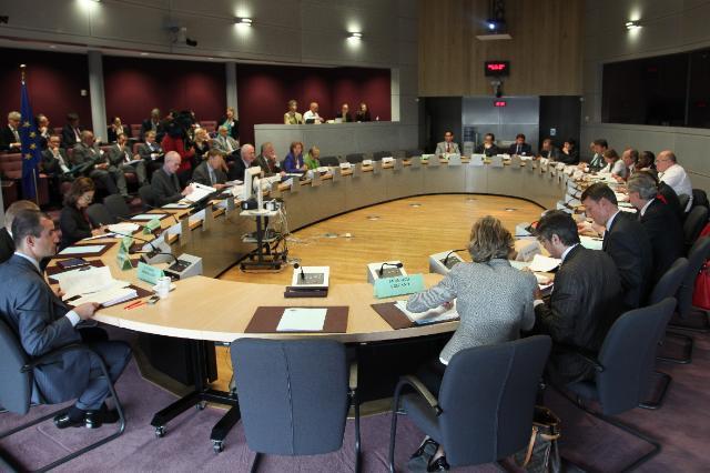 Participation d'Olli Rehn, vice-président de la CE, Janez Potočnik et Connie Hedegaard, membres de la CE, à la réunion de la Plate-forme européenne pour l'utilisation efficace des ressources