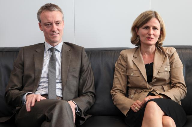 Pia Ahrenkilde Hansen, Spokesperson of the EC, and Koen Doens, Head of the Spokespersons' Service of the EC