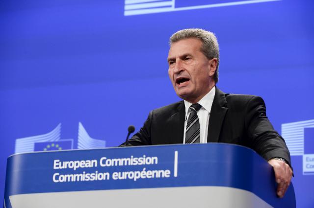 """Illustration of """"Briefing de Günther Oettinger, Aleksandr Novak et Iouri Prodan après la réunion trilatéralle..."""