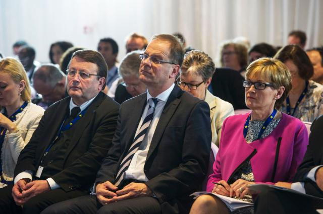 Visite de Tibor Navracsics, membre de la CE, à l'exposition universelle de Milan 2015