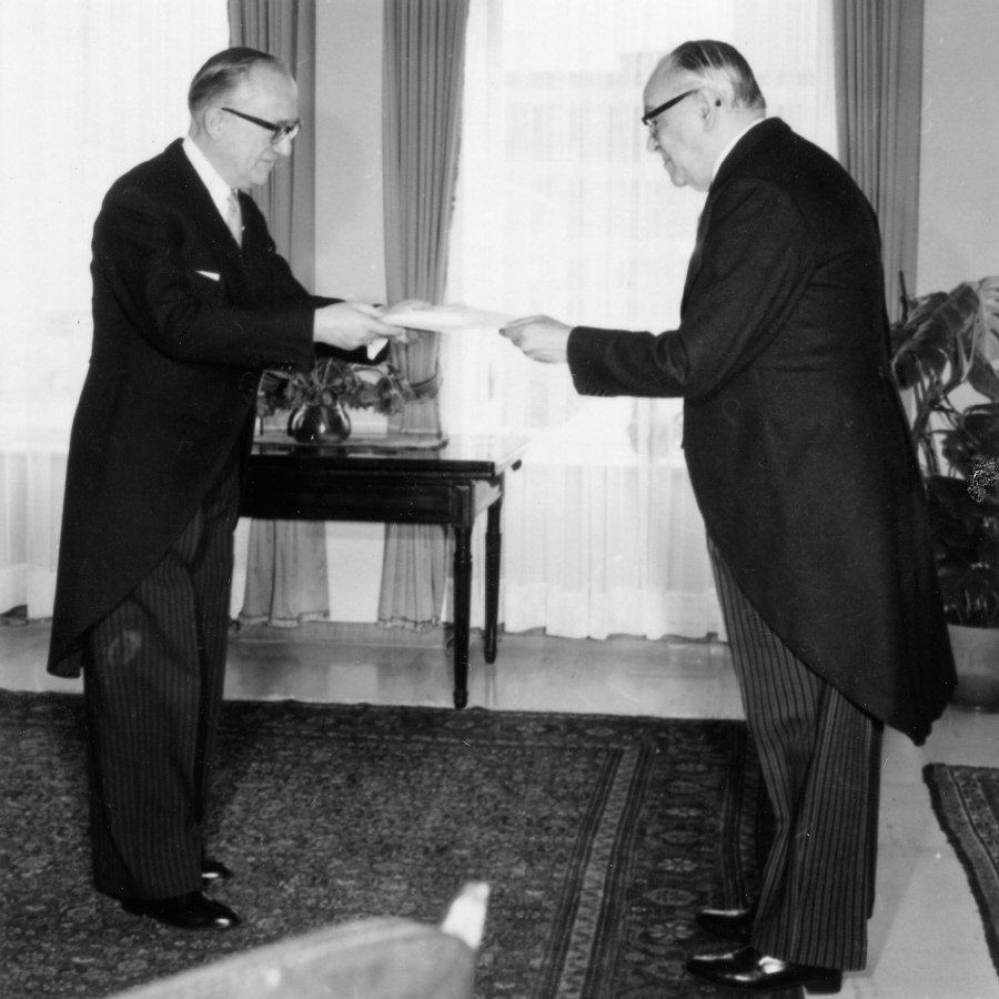 Presentation of the credentials of the Head of the Mission of Mexico to Walter Hallstein, President of the Commission of the EEC