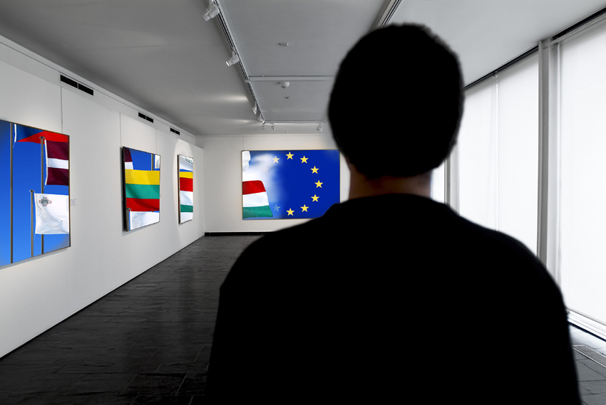 Art exhibition with European and national flags © EU