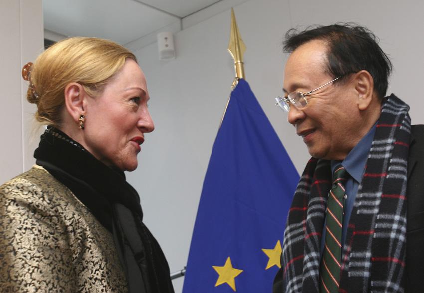 Visit of Alberto Romulo, Filipino Secretary of Foreign Affairs, to the EC