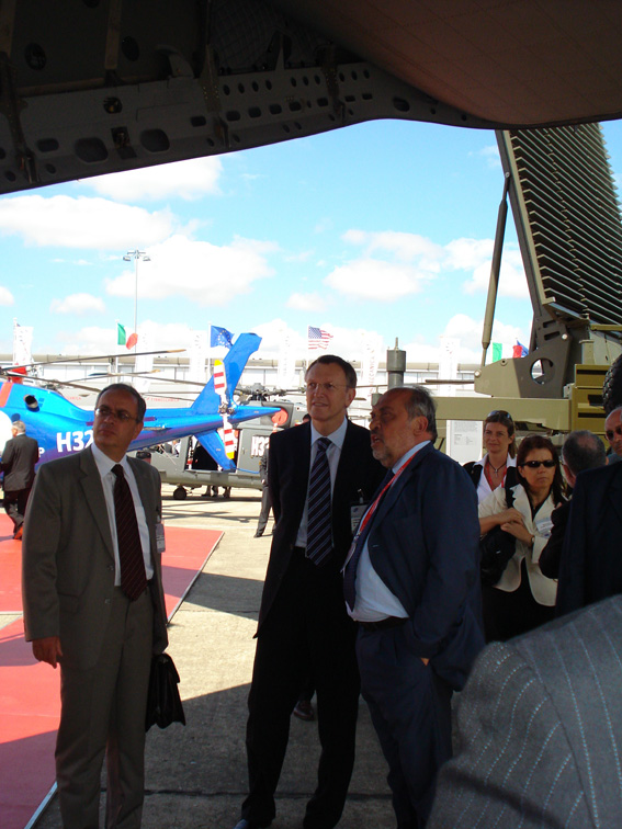 Visit by Janez Potocnik, Member of the EC, to the the 47th International Paris Air Show